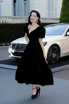 Dita Von Teese brings old Hollywood glam to the amfAR Gala! Vintage Stil, Mode Vintage, Vintage Black, Moda Pin Up, Dita Von Teese Style, Liberty Ross, Look Rockabilly, Dita Von Tease, Idda Van Munster