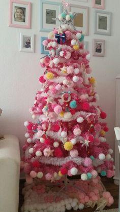 A minha árvore de natal cheia de pompons de lã. Pompom christmas tree.☆♡