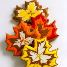 thanksgiving cookies Fall Leaf Cookies- I dont know if I will have the time or talent to make these but just look at them! Thanksgiving Cookies, Fall Cookies, Cut Out Cookies, Iced Cookies, Royal Icing Cookies, Christmas Cookies, Cupcakes Fall, Diy Thanksgiving, Pumpkin Cookies