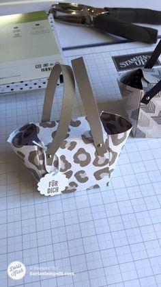 Diese kleine Handtasche aus Designer Papier im Leoparden-Look ist im Nu selbst gebastelt. Schau dir dazu mein Video an!