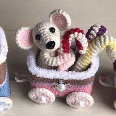 PDF Мастер-класс крючком по вязанию паровоза с подарками крючком #схемыамигуруми #амигуруми #вязаныеигрушки #вязаныйпаровоз #вязанаяелка #amigurumipattern #crochetpattern Crochet Toys Patterns, Stuffed Toys Patterns, Christmas Toys, Christmas Decorations, Best Kids Toys, Workshop, Amigurumi Toys, Cool Toys, Baby Toys