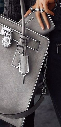 Wholesale Michael kors purses,Michael kors handbags,michael kors outlet online sale only $36 for new customers gift.