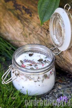 Gardeners Herbal Foot Soak Recipe (via Garden Therapy) #feet #bath