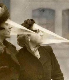 strange inventions from the past, cone face Old Pictures, Old Photos, Vintage Photos, Weird Vintage, Mode Vintage, Inventions Folles, Ideas Para Inventos, Weird Inventions, Vintage Beauty