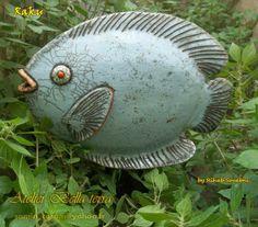 Raku Fish by Rihab Souabni - Keramik Concrete Sculpture, Fish Sculpture, Pottery Sculpture, Clay Fish, Felt Fish, Ceramic Animals, Clay Animals, Red Fish Blue Fish, Paper Mache Crafts