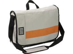 Moderna bolsa portadocumentos en poliester 600D. Con compartimento principal, tres bolsillos pequeños y tres portabolígrafos. Con asa acolchada. #promopresent #regalosdeempresa