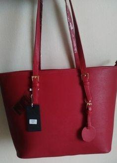 Kupuj mé předměty na #vinted http://www.vinted.cz/damske-tasky-a-batohy/kabelky/11224962-nova-velka-cervena-kabelka-se-zlatymi-detaily