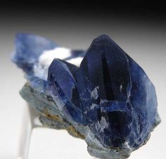 Benitoite from Gem Mine, San Benito Co., California [db_pics/pics/na413b.jpg]