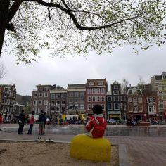"""Fontein aan, nieuwe banken, nieuwe bomen erbij Kortom, """"fijn op het #Haarlemmerplein"""" Kijk ook http://www.facebook.com/haarlemmerbuurt pic.twitter.com/Hd36f9HJlS"""