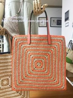 Best 12 To copy: 20 Models of crochet bag ⋆ From Front To The Sea – SkillOfKing Crochet Tote, Crochet Handbags, Crochet Purses, Cute Crochet, Crochet Stitches, Knit Crochet, Crochet Patterns, Sac Granny Square, Big Granny