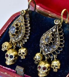 MUSEUM-18th-C-Georgian-Memento-Mori-Skull-9k-Gold-amp-Rose-Cut-Diamonds-earrings-set
