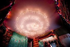 Christmas lights can be added to just about any bedroom in your home to create a magical and cozy ambiance. I want to do this in the dining room around the light Indie Room, My New Room, My Room, Décor Antique, Decorating With Christmas Lights, Christmas Decorations, Décor Boho, Dream Rooms, Dream Bedroom