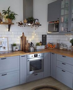 Old Looking Modern Kitchen Renovation Styles. Small kitchen design with wooden worktops and shelves. Small Kitchen Plans, Kitchen Redo, Kitchen Styling, New Kitchen, Kitchen Remodel, Kitchen Cabinets, Kitchen Ideas, Kitchen Planning, Kitchen Inspiration