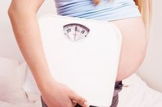 Pregnancy Weight Gain Calculator- To keep a check on your weight gain during pregnancy. Also find a printable week by week weight gain chart based on your Pre-Pregnancy BMI. Lose Weight While Pregnant, Pregnancy Weight Gain, Pregnant Diet, After Pregnancy, Pre Pregnancy, Pregnancy Advice, Pregnancy Health, Healthy Weight Gain, How To Lose Weight Fast