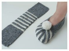 Super Easy Slippers to Crochet or to Knit There are a lot of slipper designs floating over the social media and other online platforms. However rarely are they easy to make. Knitting Patterns Slippers The most easy knit booties / dowry knit booties / knit Crochet Slipper Pattern, Crochet Shoes, Knit Crochet, Crochet Snail, Crochet Clutch, Knitting Socks, Free Knitting, Baby Knitting, Knitted Booties