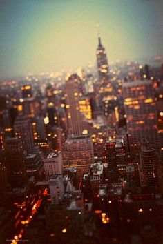 even blurry I love new york - The Best Photos and Videos of New York City including the Statue of Liberty, Brooklyn Bridge, Central Park, Empire State Building, Chrysler Building and other popular New York places and attractions.