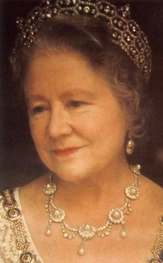Queen Elizabeth, the Queen Mother, wearing The Boucheron Honeycomb Tiara also known as The Greville Tiara. Greville (a well-known society maven) in 1921 out of stones salvaged from another tiara. George Vi, Reine Victoria, Queen Victoria, Lady Diana, Elizabeth Ii, Princesa Anne, Prinz Philip, English Royal Family, Isabel Ii