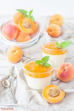 Rezept für eine Panna Cotta und ein Aprikosenmus  Recipe for pannacotta with apricots  #pannacotta #dessert #summer #recipe #apricots #rezept #sweets #aprikosen