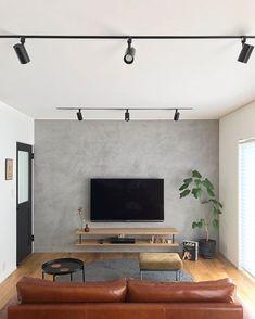 tom_ieさんはInstagramを利用しています:「家を計画中の段階で 壁はモールテックスでモルタル風にしてレザーソファを置く‼︎ とザックリ妄想していて そこから、モールテックス面だけ巾木は無しで〜 造作テレビボードの支えは黒のアイアンで〜 などなど…」 Interior Design, House Interior, Living Room, Simple Modern Interior, Interior Design Living Room, Living Room Tv, Bedroom Design, Home Decor, Room