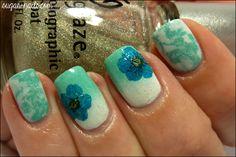 Pretty flowers nail art.