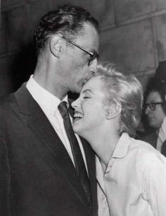 Marilyn Monroe leans against her fiance, playwright Arthur Miller, as he kisses her at her New York apartment house June 22, 1956. Photo: AP / AP