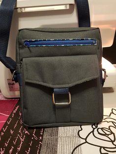 Sacoche Jive toile à sac et zips bleus cousue par Valérie - Patron sacoche Sacôtin