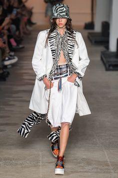 Spring 2020 Ready-to-Wear Fashion Show - Vogue 2020 Fashion Trends, Fashion 2020, New York Fashion, Catwalk Fashion, Boho Fashion, Fashion Design, Leather Fashion, Fashion Outfits, Moda Boho