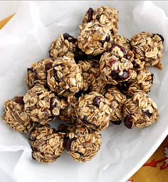 Keep yourself fueled and energized during the busy holiday season with these easy to make Cranberry-Ginger Energy Bites. These tasty no-bake bites are full of tart cranberries, spicy ginger and hearty oats to keep going through that holiday shopping, gift wrapping and cookie baking! #sponsored by @krogerco #InspiredGathering