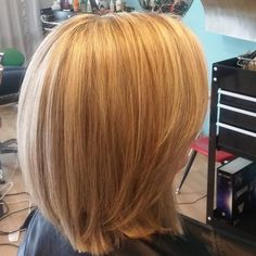 Highlights and lowlights are the most popular way of coloring blonde, brown and even red hair. One Length Hair, Medium Length Hair With Layers, Blonde Color, Long Bob, Layered Hair, Cut And Style, Bob Hairstyles, Highlights, Hair Cuts