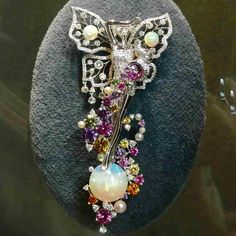 "12 Likes, 1 Comments - @tancheeseng7472 on Instagram: ""@mariigem.  Another #fabulous #vancleefarpels #pin #brooch #pearl #whitegold #sapphire #opal…"""
