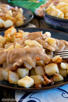 Poutine-Style Turkey, Gravy and Potatoes - An easy and delicious Thanksgiving twist on a classic Canadian dish! Canadian Dishes, Canadian Cuisine, Canadian Food, Canadian Recipes, Canadian Poutine, Poutine Recipe, Turkey Gravy, Roasted Turkey, Holiday Recipes
