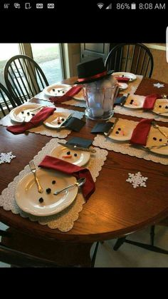 Love it!! This may be my table setting this Christmas!!