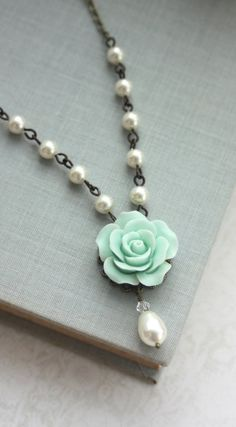 Mint & pearl necklace