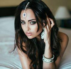 possibly the most beautiful eyes in the world Most Beautiful Eyes, Gorgeous Women, Stunning Eyes, Naturally Beautiful, Beautiful Things, Nita Kuzmina, Allure Beauty, Arabian Beauty, Exotic Beauties