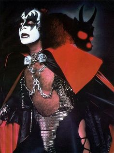 (Gene Simmons-The Demon) Kiss Rock Bands, Kiss Band, Paul Stanley, Gene Simmons Kiss, Kiss Me Love, Vinnie Vincent, Eric Carr, Vintage Kiss, Peter Criss