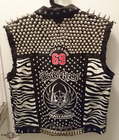 Battle vest update Update on the front of this vest. :) from Baza Punk Outfits, Cool Outfits, Heavy Metal Fashion, Punk Jackets, Best Leather Jackets, Battle Jacket, Jeans, Outdoor Wear, Punk Fashion