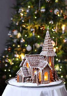 Gingerbread House Designs, Gingerbread Village, Christmas Gingerbread House, Gingerbread Cookies, Christmas Desserts, Christmas Baking, Christmas Time, Christmas Decorations, Gingerbread Decorations