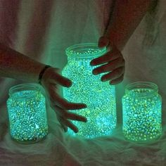 DIY Halloween Jars - glowsticks and glitter Diy Halloween Jars, Halloween Crafts, Halloween Decorations, Halloween Party, Funny Halloween, Birthday Decorations, Halloween Camping, Halloween Costumes, Decoration Party