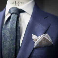 landerurquijo:  Paisley: Two different tones matching in an onlyoutfit!! / Otra manera de acabar un look: pañuelo y corbata con patron similar y diferente color