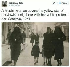 I don't think the second woman is Muslim, maybe she's Jewish. Otherwise, it is a really powerful picture. All Meme, Faith In Humanity Restored, The More You Know, Women In History, Social Issues, History Facts, Good People, Amazing People, Amazing Women