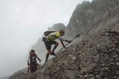 #Halbzeitstand beim #GORE-TEX TRANSALPINE-RUN Auf der vierten Etappe des #GORE-TEX #TRANSALPINE-RUN von Samnaun nach Scuol trennt sich noch einmal die Spreu vom Weizen. Die Bergspezialisten können ihre Klasse auf den alpinen Trails nun voll und ganz ausspielen und wertvolle Minuten auf ihre Kontrahenten gut machen – vor allem die Südtiroler werden auf dem Weg in die Heimat immer stärker.