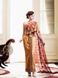 Red, orange, gold -- thai dress, she has hips . Thai Traditional Dress, Traditional Fashion, Traditional Outfits, Thai Brides, Thai Wedding Dress, Asian Dressing, Thai Fashion, Thai Dress, Classic Outfits