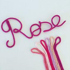 Rose et ses nuances ! Cadeau naissance / Deco chambre bébé / Prénom laine