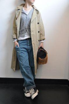"""こんばんは。突然ですが、、、『今年欲しい羽織りは何ですか?』必ずと言っていい確率で出る答え・・・""""""""トレンチコート""""""""羽織りの大定番ですよね!そんなトレン... Japan Fashion, Daily Fashion, Everyday Fashion, Mode Outfits, Casual Outfits, Fashion Outfits, Rolled Up Jeans, Scandinavian Fashion, Natural Clothing"""