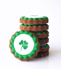 How to make decorated sugar cookies for St. Patrick's Day -- cookie decorating tutorial
