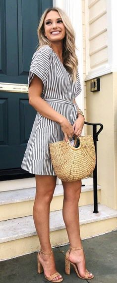 Refined Spring Outfits To Copy Right Now Spring Outfits Classy, Summer Outfits, Look Office, Stripped Dress, Frack, Fashion Outfits, Womens Fashion, Style Fashion, Latest Fashion
