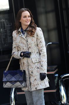 Actress Leighton Meester (Blair Waldorf) with the Roger Vivier Prismick Shoulder Bag, while filming a scene from Gossip Girl. Très chic!