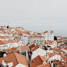 Five Accounts Featuring London, Lisbon, Venice & Paris :: This is Glamorous