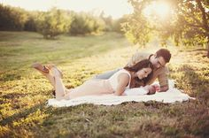 Pic on website of parents lying on blanket with baby, looking over him adoringly! We're SO going to do this Newborn Family Pictures, Family Photos With Baby, Fall Family Pictures, Family Posing, Newborn Photos, Family Pics, Outdoor Newborn Photography, Cute Photography, Children Photography