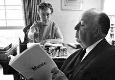 """Alfred Hitchcok y Alma Reville fotografiados por Phil Stern durante el rodaje de""""Marnie la ladrona"""" (Marnie), 1964"""